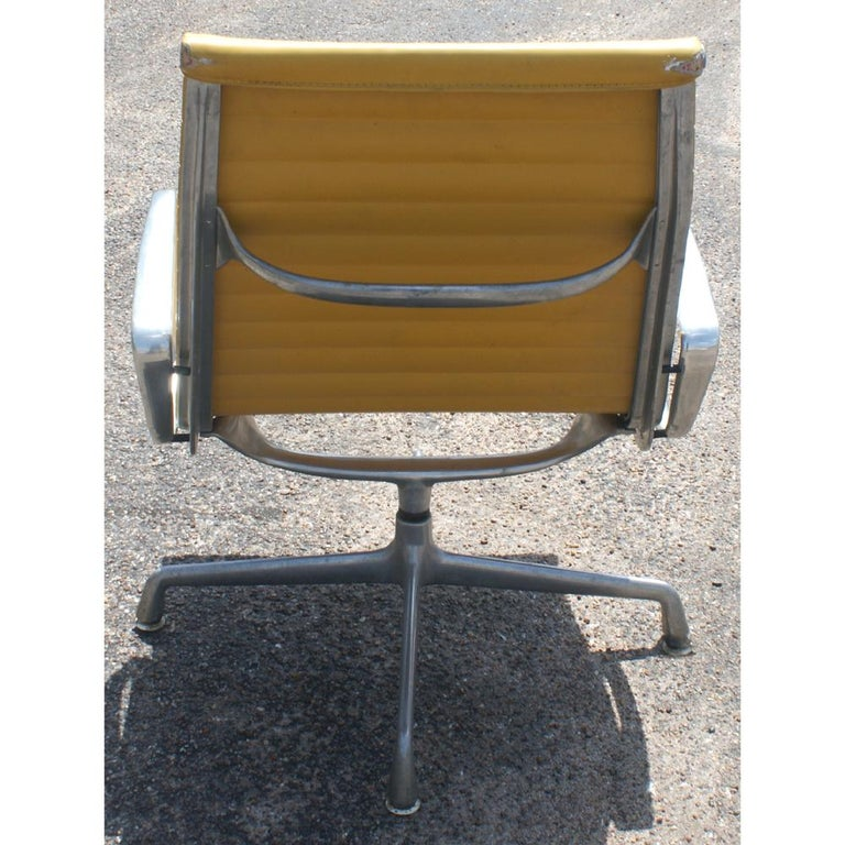 Mid-Century Modern One Eames for Herman Miller Aluminum Group Lounge Chair