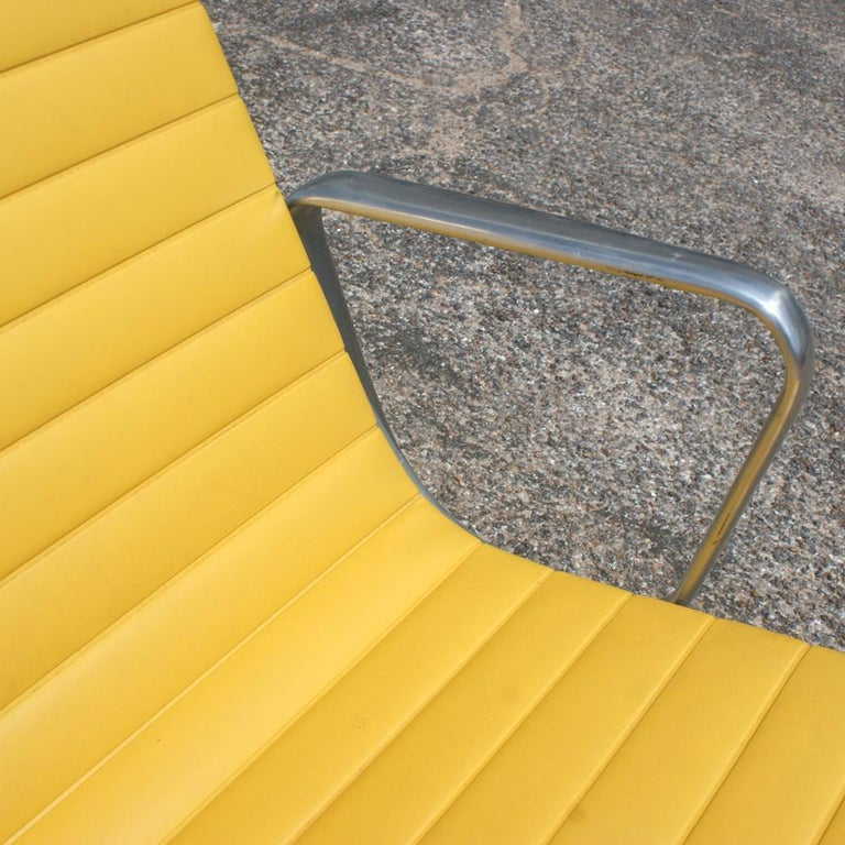 One Eames for Herman Miller Aluminum Group Lounge Chair In Good Condition In Pasadena, TX
