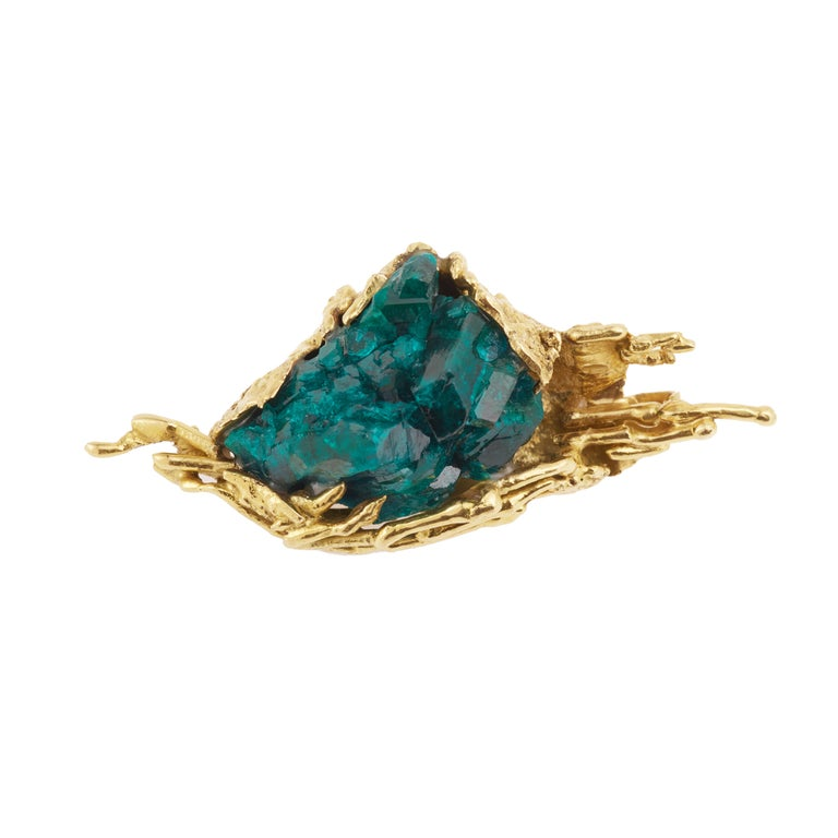 Amazing one of a kind Brooch that can be transformed into a pendant in granite gold, presenting raw dioptase crystals.  Brooch's weight : 33.7 g.  Brooch's dimension : 6.3 x 2.72 x 2 cm ( 2.36 x 0.79 x 0.79 inches)  18 karat yellow gold