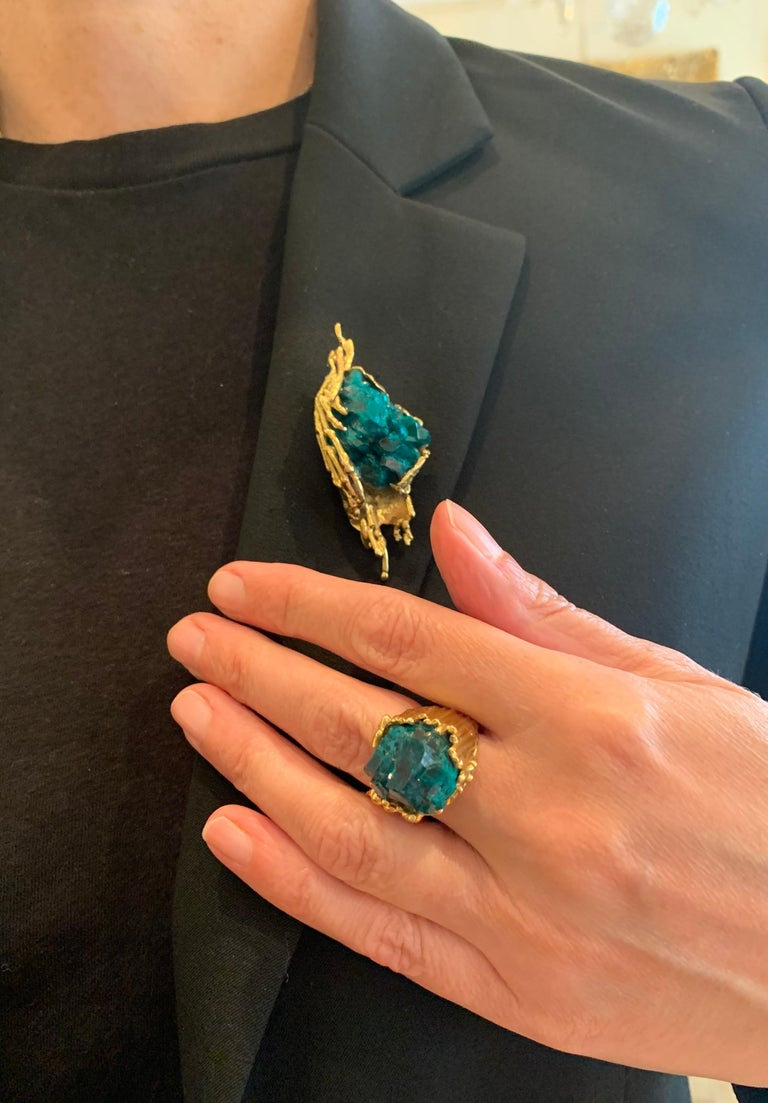 Women's One of a Kind Dioptase Yellow Gold Granite 18 Carats Brooch Signed Roland Schad For Sale
