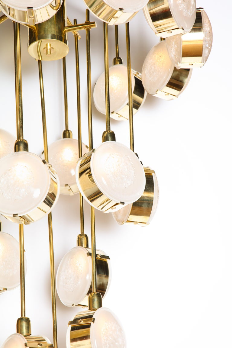 Hand-Crafted Large Brass and Clear Murano Glass Disc Spiral Cascading Chandelier, Italy For Sale