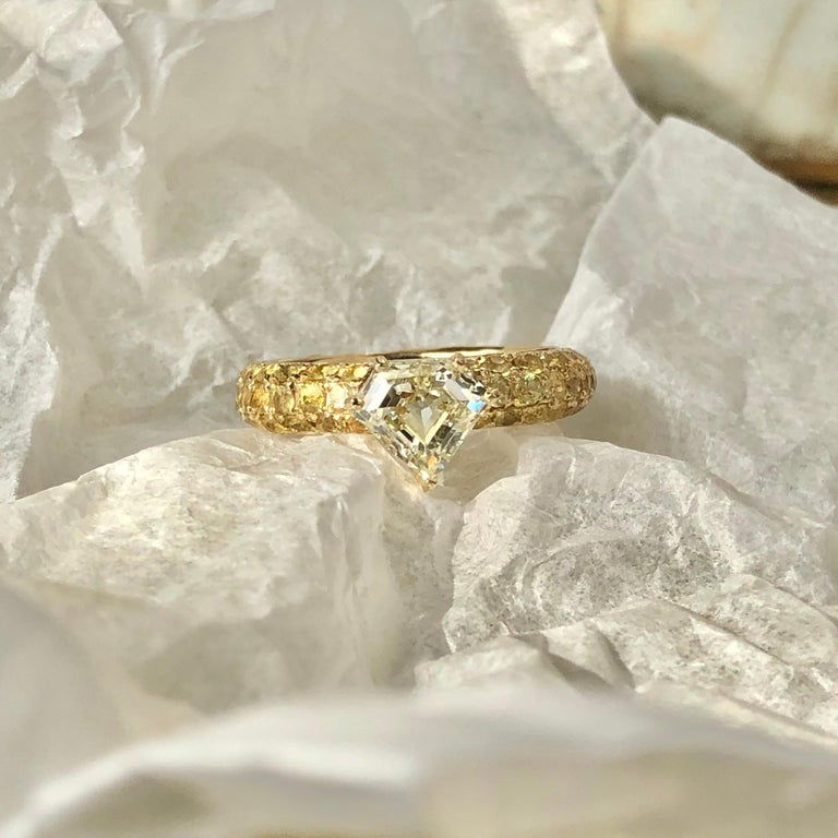 Round Cut One of a Kind Ralph Masri 1.17 Carat Diamond Yellow Sapphire Ring For Sale