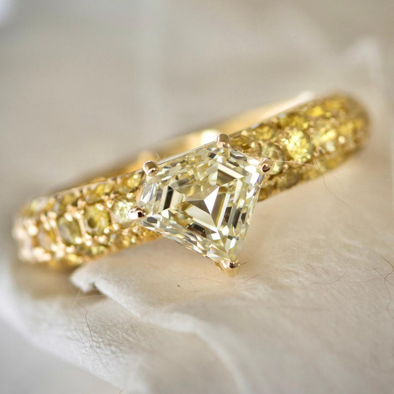Modern One of a Kind Ralph Masri 1.17 Carat Diamond Yellow Sapphire Ring For Sale