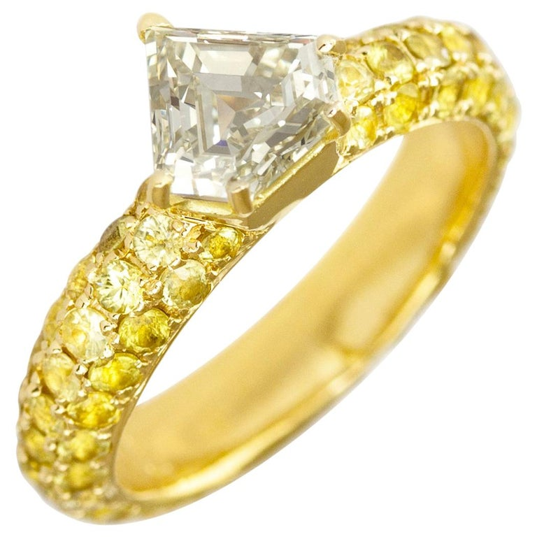 One of a Kind Ralph Masri 1.17 Carat Diamond Yellow Sapphire Ring For Sale