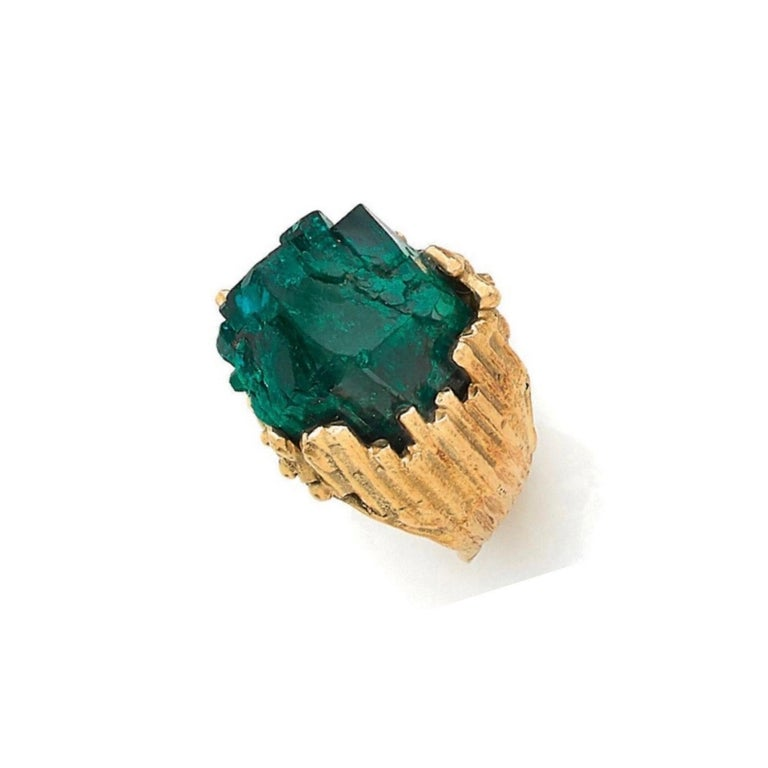 One of a kind Yellow gold granite ring with raw dioptase crystals in its center.  Ring's dimensions : 2 x 2 x 1.45 cm ( 0.79 x 0.79 x 0.39 inches)  Finger size: 53  Ring's weight : 19.4 g.  Signed Roland Schad (French jeweler Artist)  18 karat
