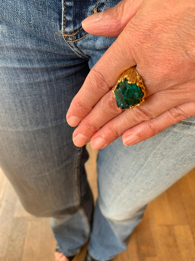 Contemporary One of a Kind Roland Schad Rough Dioptase 18 Carat Yellow Gold Granite Ring For Sale