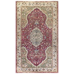 Vintage Oriental Rug in Red and Green. Handknotted Wool Carpet. Floor covering.