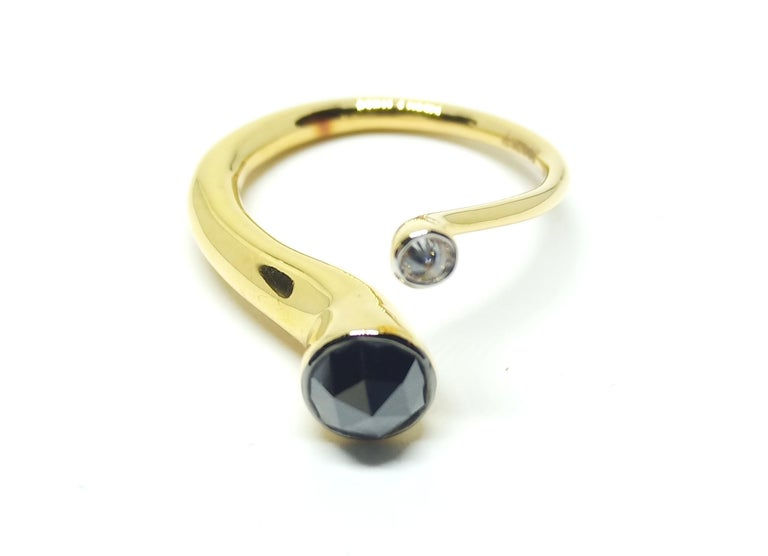 Contemporary One of a Kind White Diamond Black Rosecut Diamond Yellow Gold Fashion Ring For Sale