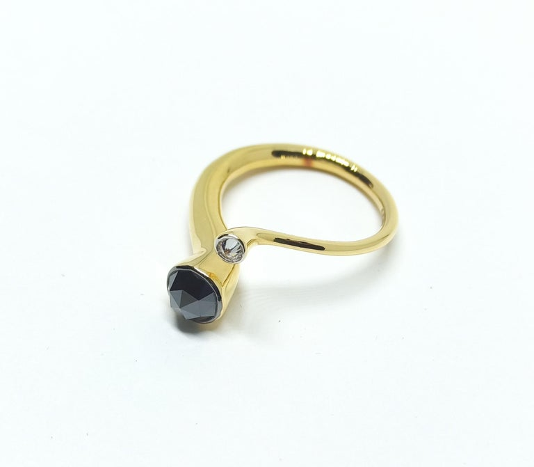One of a Kind White Diamond Black Rosecut Diamond Yellow Gold Fashion Ring In New Condition For Sale In NEW DELHI, IN