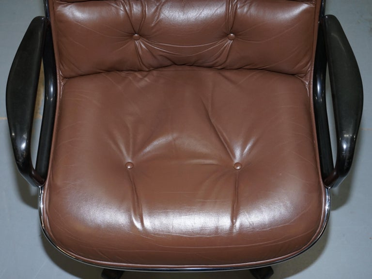 Late 20th Century One of Eight Original Knoll Pollock Vintage Brown Leather Executive Armchairs For Sale