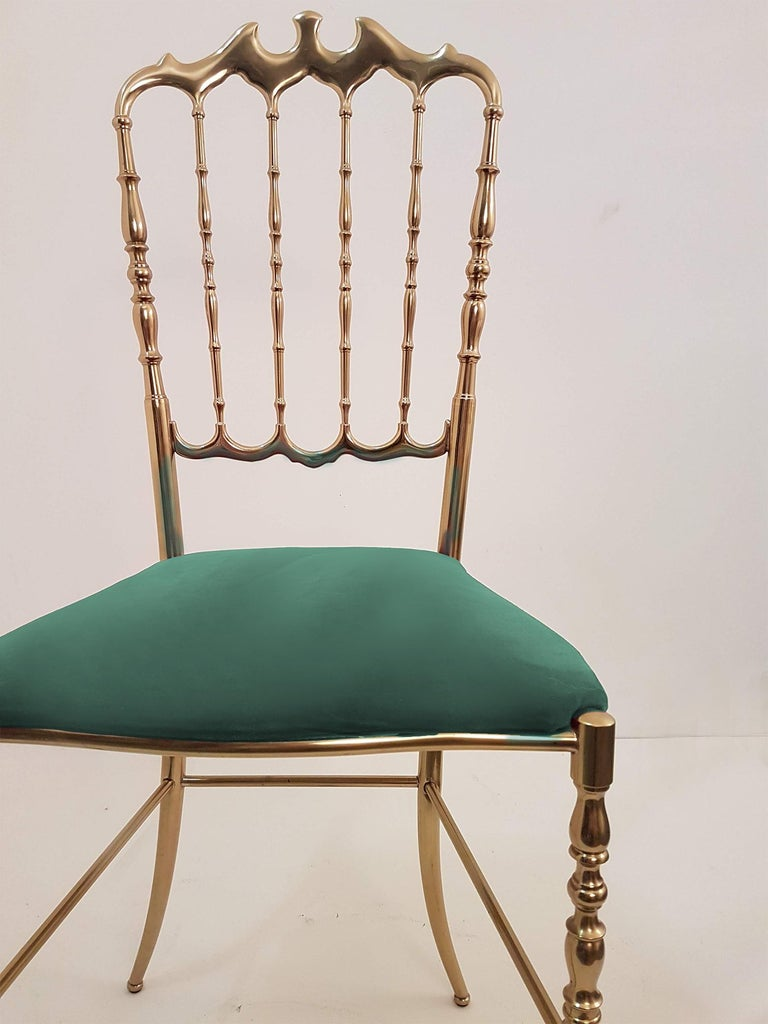 One of Six Italian Brass Chairs by Chiavari, Upholstery Emerald Green Velvet In Good Condition For Sale In Rijssen, NL
