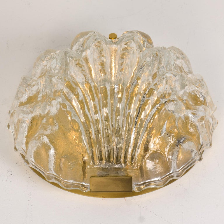 One of the Two Golden Ice Glass Shell Wall Sconces from Kalmar, 1960s For Sale 3