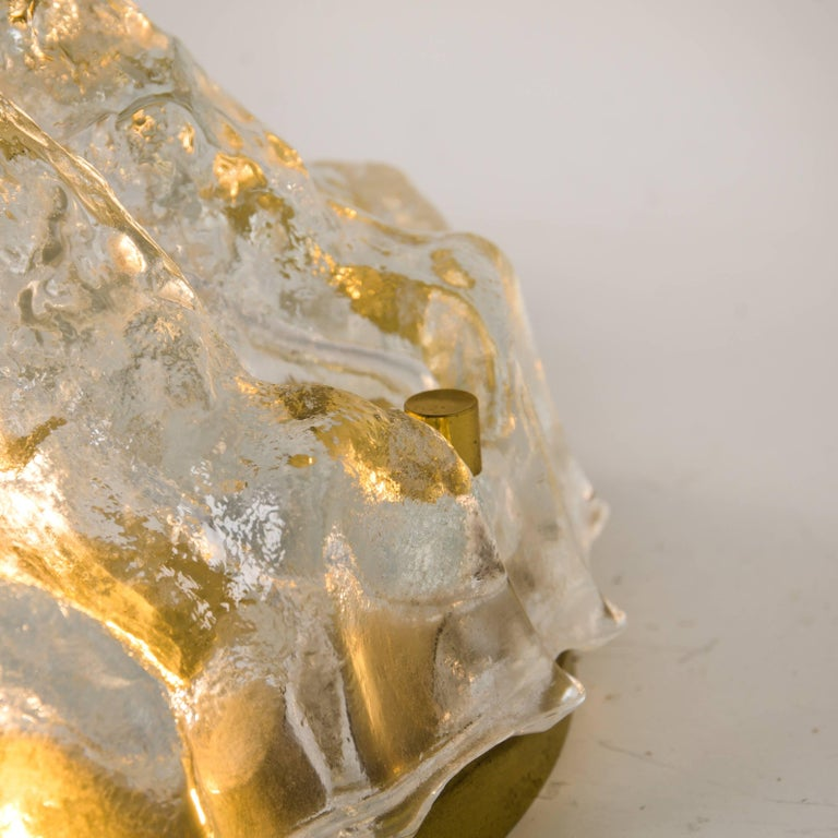 One of the Two Golden Ice Glass Shell Wall Sconces from Kalmar, 1960s In Good Condition For Sale In Rijssen, NL