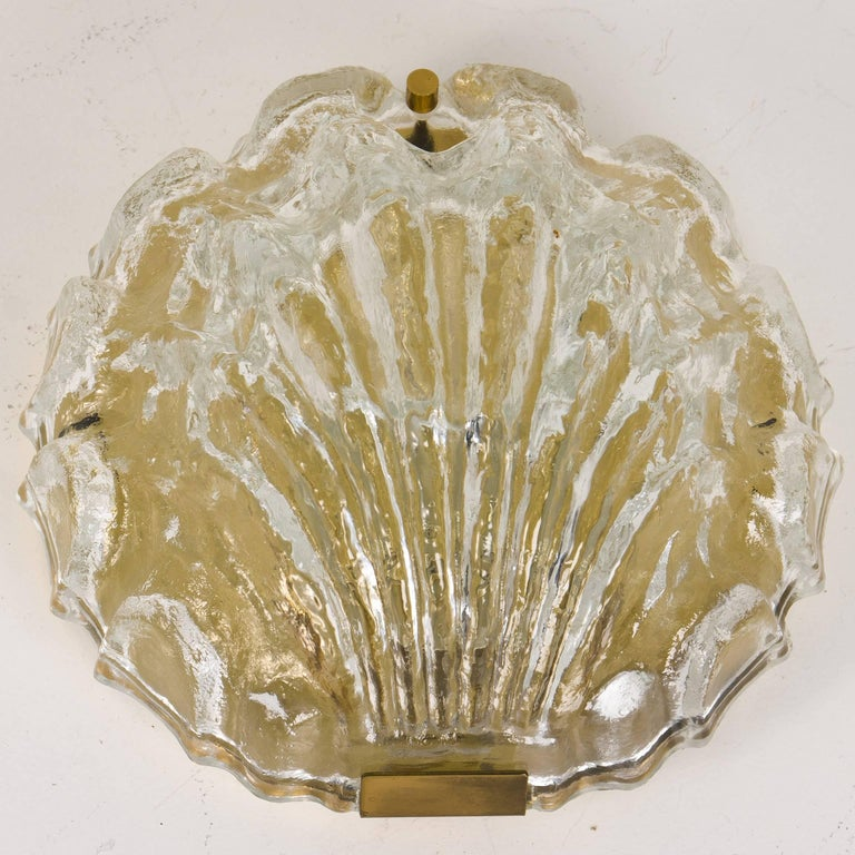 20th Century One of the Two Golden Ice Glass Shell Wall Sconces from Kalmar, 1960s For Sale
