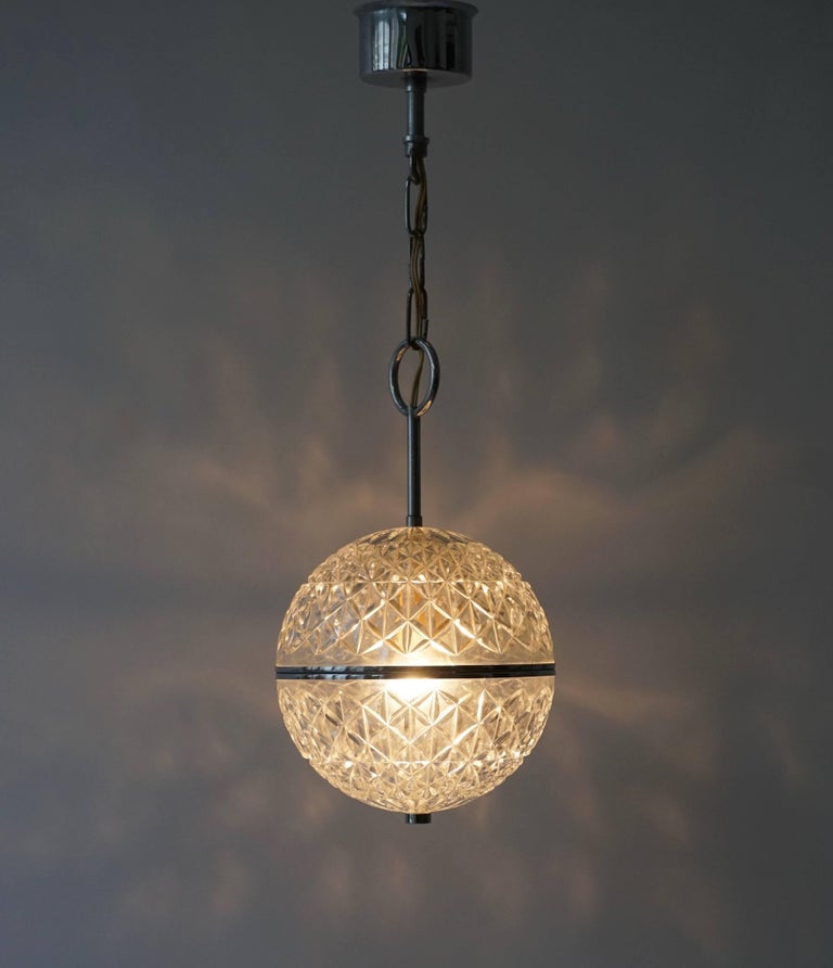 This Italian Murano crystal glass globe pendant light gives an amazing effect in the dark.