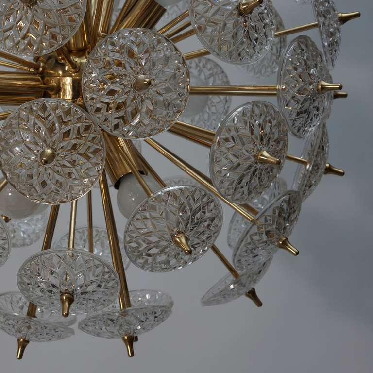 One of Two Large Modernist Flower Sputnik Chandeliers In Good Condition For Sale In Antwerp, BE