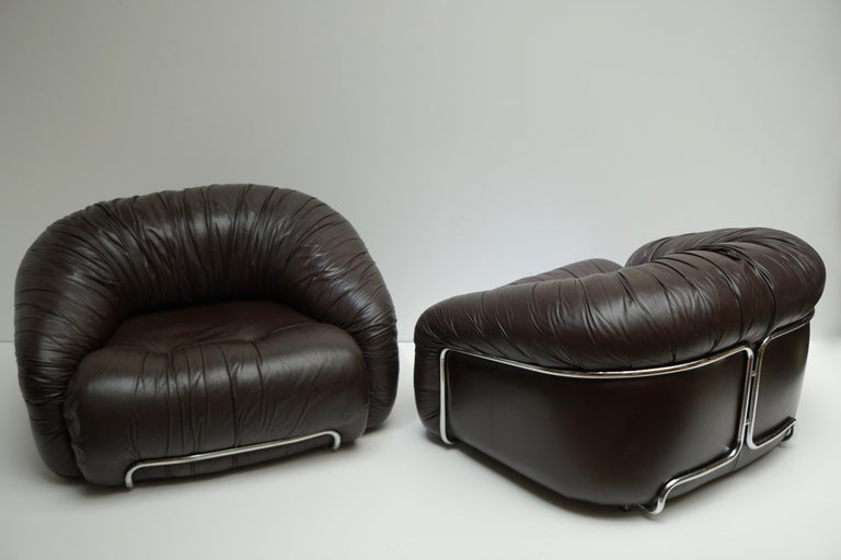 Hollywood Regency One of Two Leather Lounge Chairs in the Style of Gianfranco Frattini for Cassina For Sale
