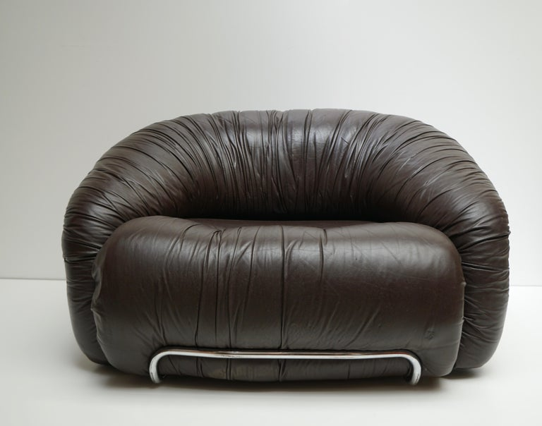 20th Century One of Two Leather Lounge Chairs in the Style of Gianfranco Frattini for Cassina For Sale
