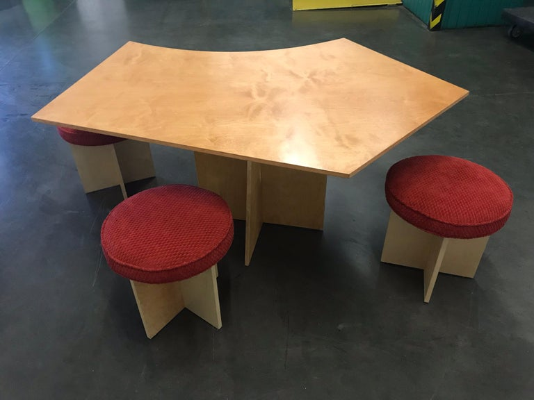 Asymmetrical Top Table with Four Stools by Di Vincente For Sale 1