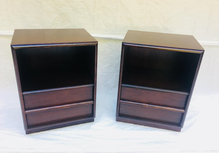 Mid-Century Modern Robsjohn-Gibbings pair of night stands for Widdicomb, 1950s  For Sale
