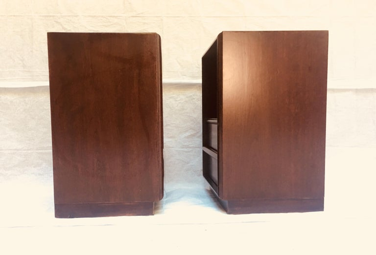 Robsjohn-Gibbings pair of night stands for Widdicomb, 1950s  In Good Condition For Sale In Camden, ME