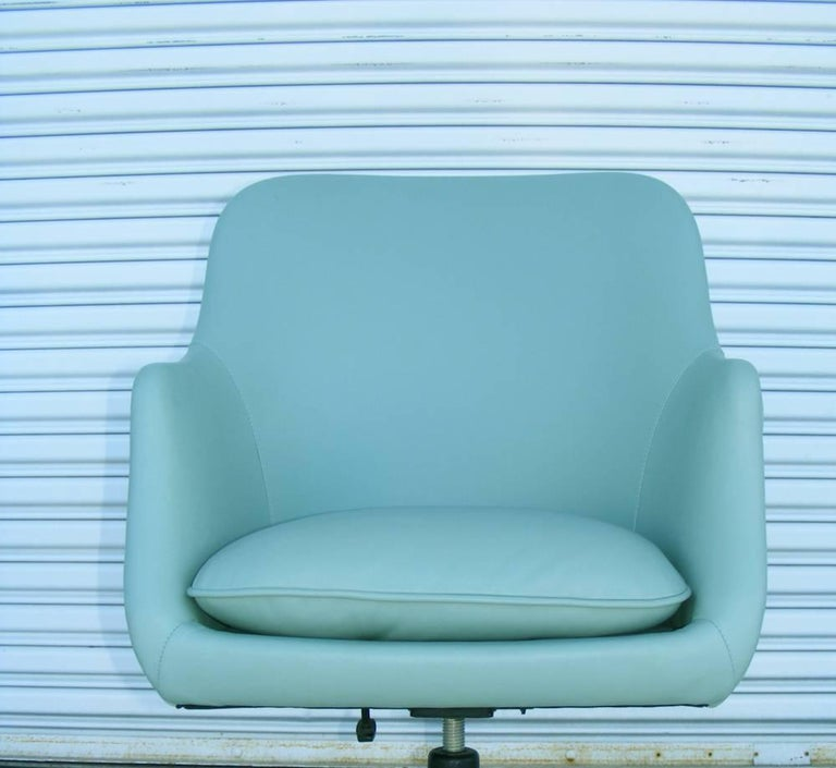 One Vintage Midcentury Zographos Alpha Desk Chair In Good Condition For Sale In Pasadena, TX