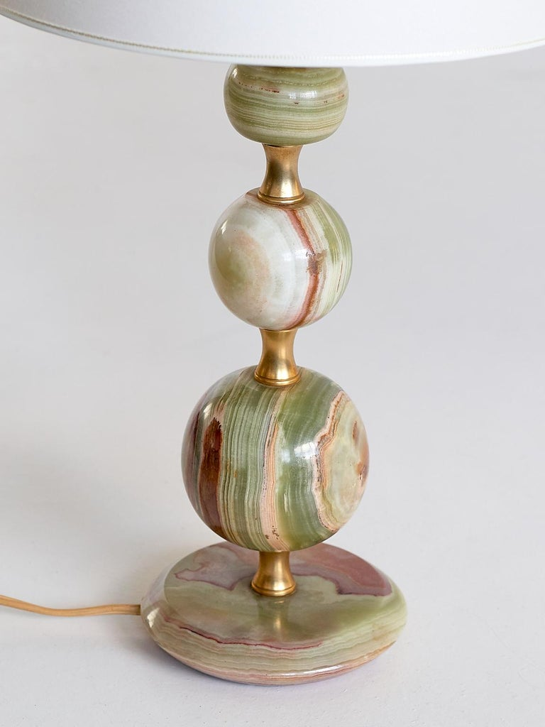 Mid-Century Modern Onyx and Brass Table Lamp with Ivory Shade, Italy, 1970s For Sale