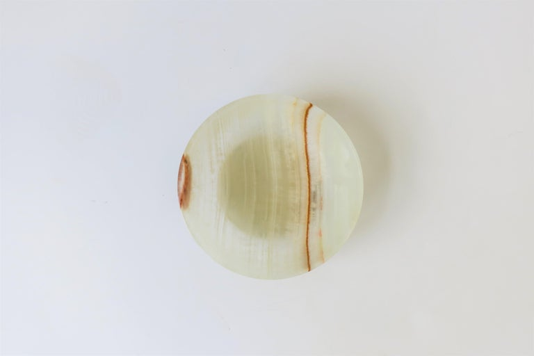 A white to off-white with touches of brown onyx dish or bowl in the Minimalist style, circa 1970s. A great standalone piece or as a vide-poche (catch-all.)  Bowl measures: 2.5