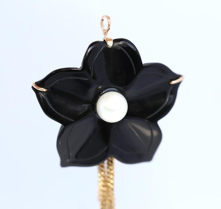Onyx Flower Mother of Pearl Detachable Pendant Brooch 14 Karat Gold, 1930 In Good Condition For Sale In Herzelia, IL