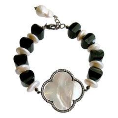 Onyx Lanterns and Coin Pearl Bracelet with MOP Quatrefoil, Noir et Blanc Bracel