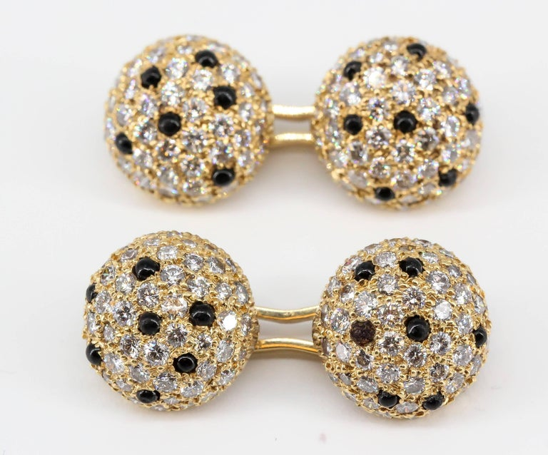Onyx, Pave Diamond and Yellow Gold Round Dome Cufflinks In Good Condition For Sale In New York, NY