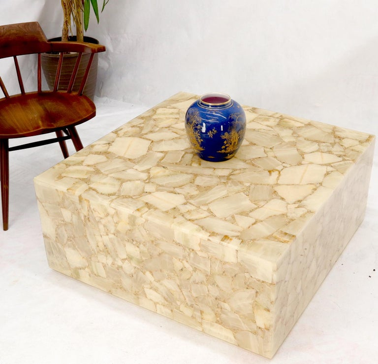 Onyx and Resin Square Cube Shape Mid-Century Modern Coffee Table In Excellent Condition For Sale In Rockaway, NJ