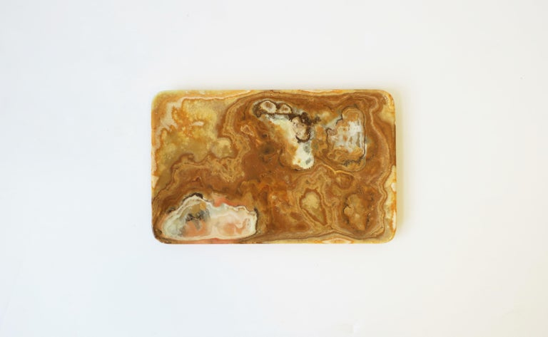 A beautiful onyx marble tray, dish, or vide-poche. Piece makes a nice catch-all for jewelry or other small items (e.g., coin change, keys, etc.,) for a desk, console, nightstand, or bathroom vanity area, etc.   Piece measures: 7