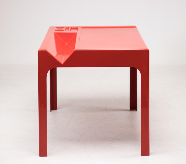 Beautiful tomato red fiberglass 'Ozoo' desk designed by Marc Berthier and manufactured by D.A.N., France.