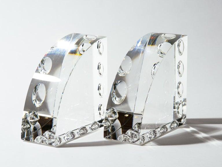 Op-Art-Buchstützen aus graviertem Klarglas 2