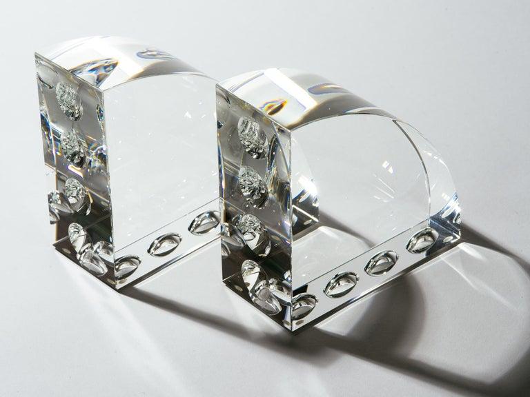 Op-Art-Buchstützen aus graviertem Klarglas 4