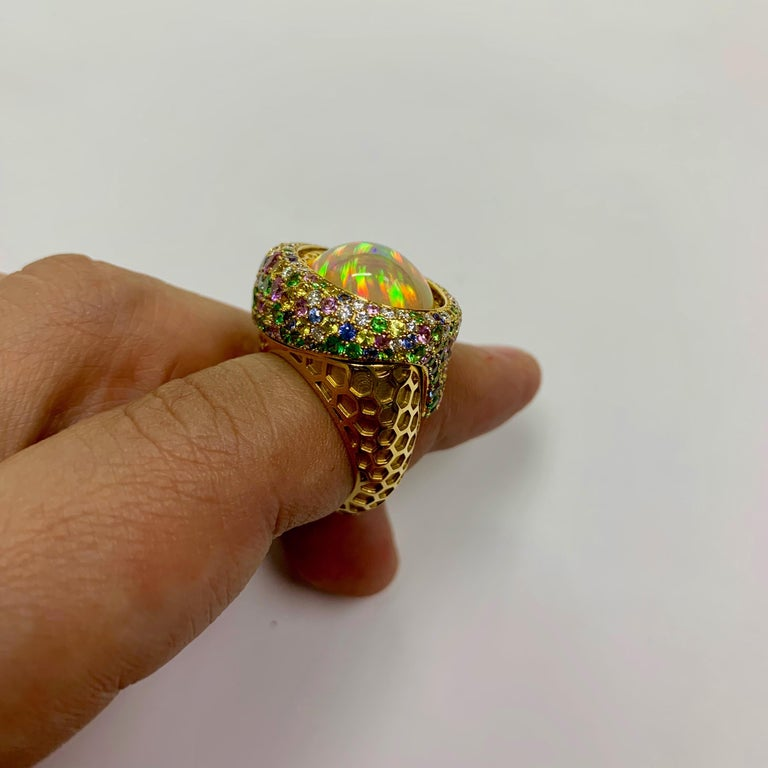 Opal 9.14 Carat Diamonds Sapphire 18 Karat Yellow Gold Honeycombs Ring In New Condition For Sale In Bangkok, TH