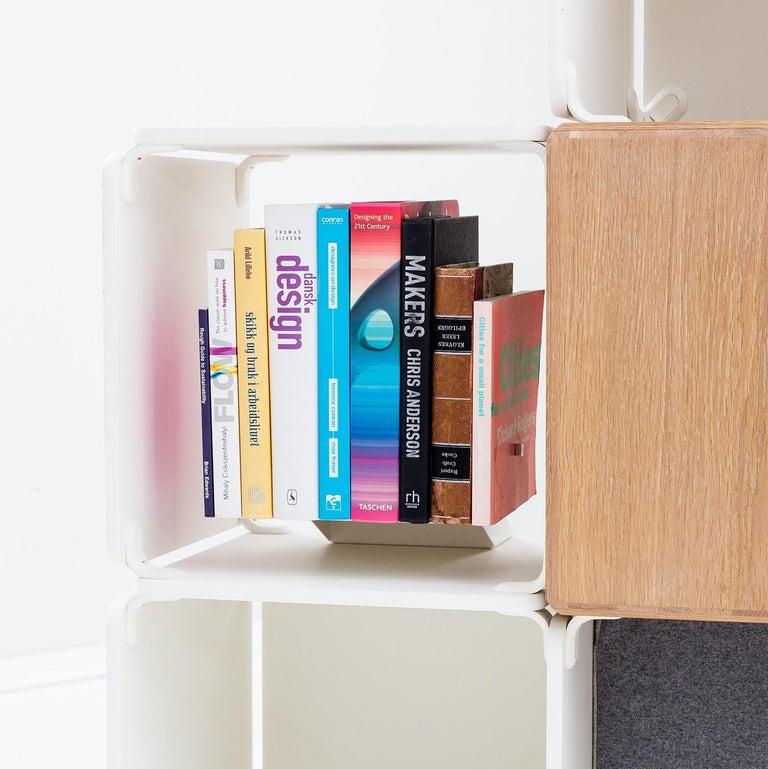 Floating book holder for your OPE shelving system.