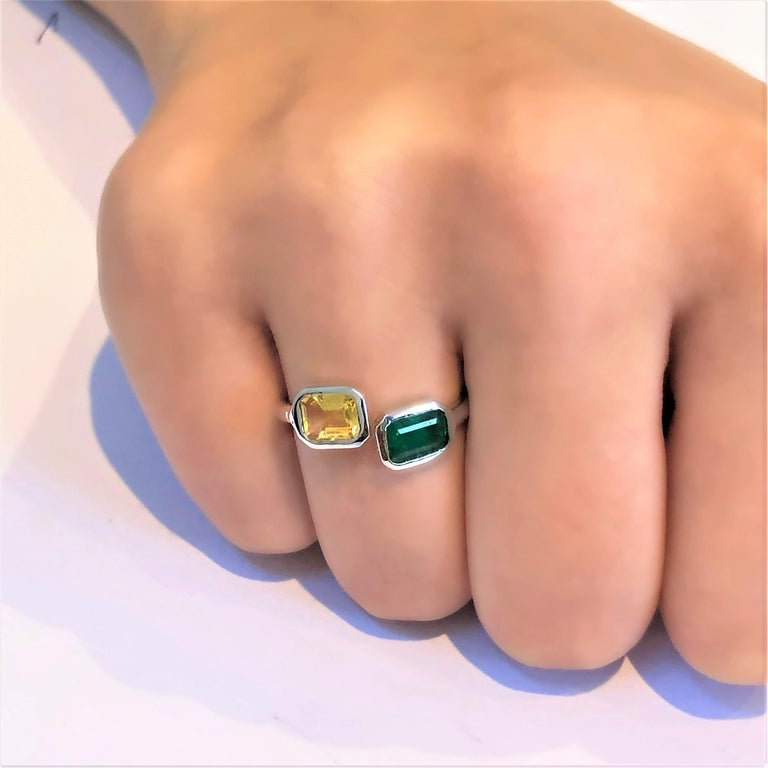 Open Shank Gold Cocktail Ring with Emerald and Yellow Sapphire Bezel Set For Sale 2