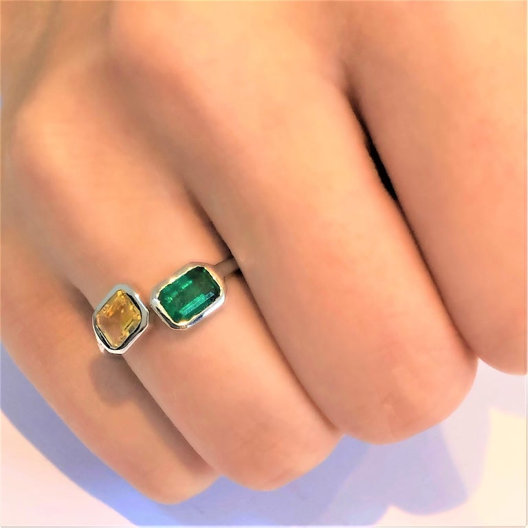 Open Shank Gold Cocktail Ring with Emerald and Yellow Sapphire Bezel Set For Sale 4