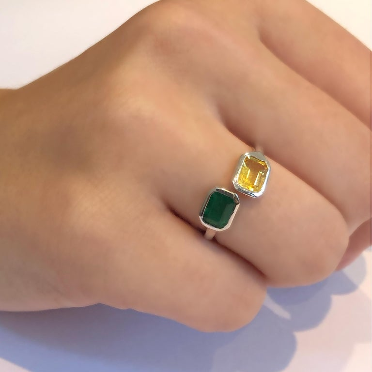 Open Shank Gold Cocktail Ring with Emerald and Yellow Sapphire Bezel Set For Sale 3