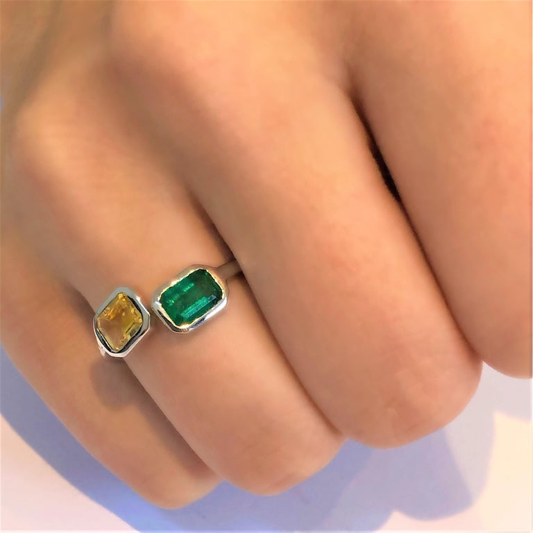 Open Shank Gold Cocktail Ring with Emerald and Yellow Sapphire Bezel Set In New Condition For Sale In New York, NY