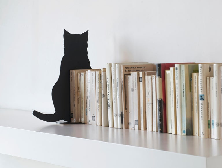Ombres de Chats by Angelo Barcella are poetic objects, delicate table sculptures. Shadows of curious, busy, sore, angry or bored cats, instants which are made eternal when transformed into some very special steel furnishing accessory. The Ombres de