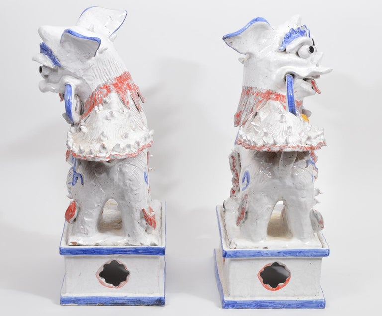 Chinoiserie Opposing Pair of Italian Ceramic Glazed Foo Dogs on Bases Manner Ugo Zaccagnini For Sale