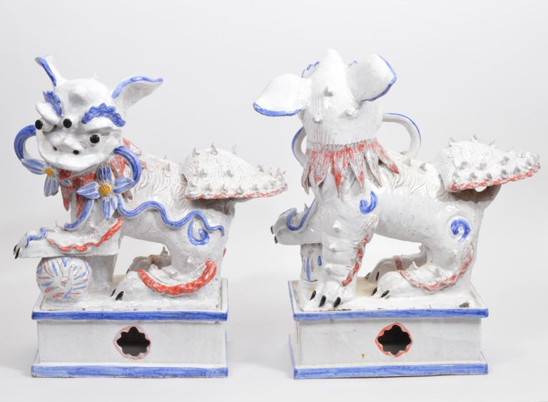 Opposing Pair of Italian Ceramic Glazed Foo Dogs on Bases Manner Ugo Zaccagnini In Good Condition For Sale In Ft. Lauderdale, FL