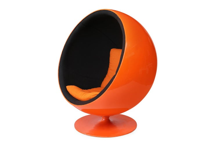 The unforgettable ball chair was first created in 1963 by Eero Aarnio and then it later debuted at the Cologne Furniture Fair in 1966. This internationally recognized chair is the quintessential Pop accessory and a fantastic expression of classic