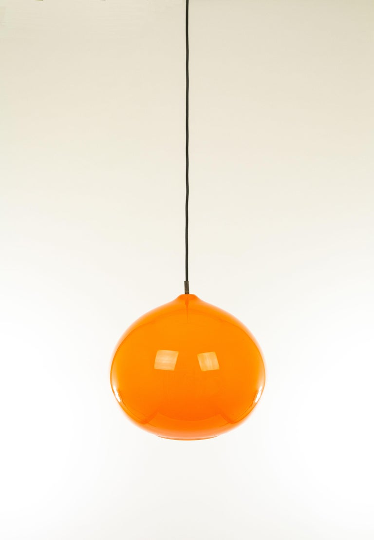 Orange Murano glass pendant L 51 by Alessandro Pianon for Venetian glassmaker Vistosi. It was designed in the 1960s.