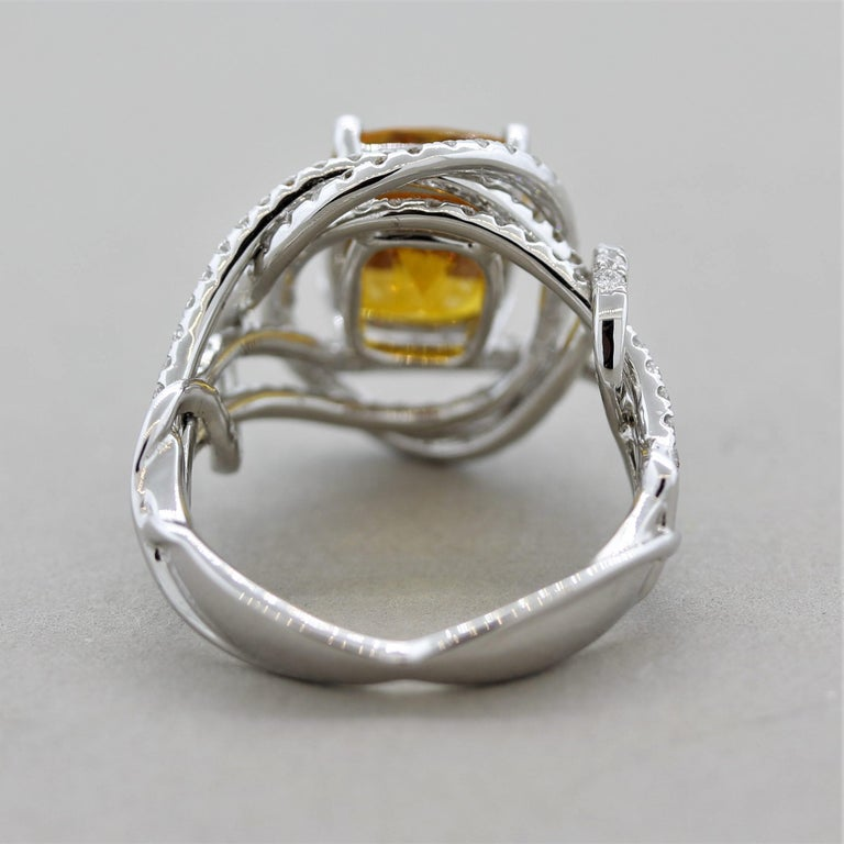 Orange Sapphire Diamond Gold Ring, GIA Certified In New Condition For Sale In Beverly Hills, CA