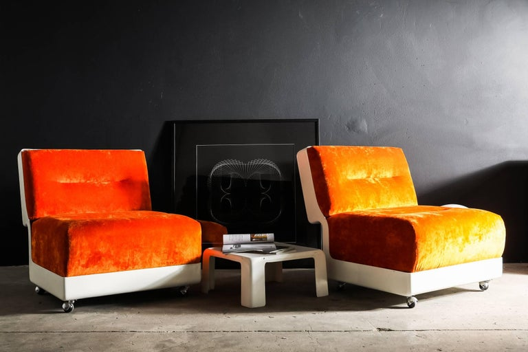 Rare set of two lounge chairs by Saporiti Italy in new upholstery. Designed by Vittorio Introini for Saporiti 1968. The frame is made from single moulded fibreglass. Highly comfortable easy chairs.