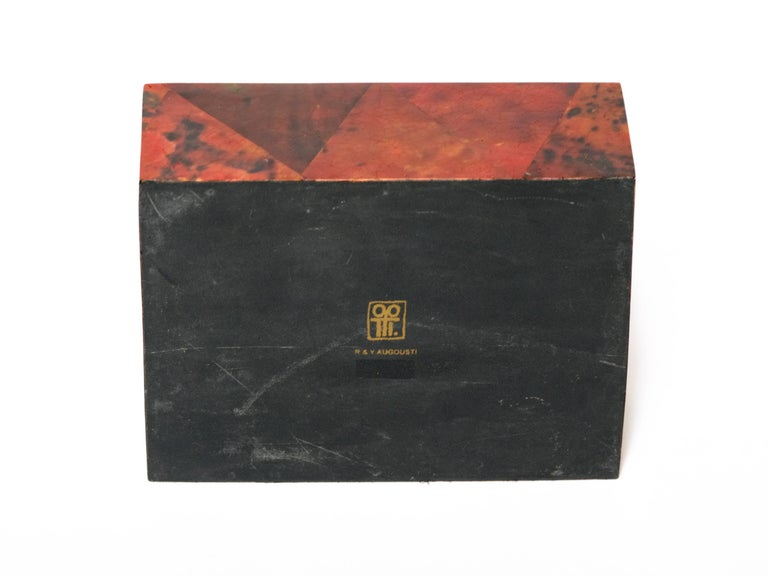 Organic Modern Decorative Box in Exotic Red Lacquered Pen Shell In Excellent Condition For Sale In Miami, FL